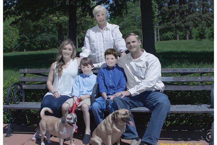 【ネタじゃないよ】カメラマンに撮ってもらった家族写真が異常な仕上がりに…なぜこうなった!?