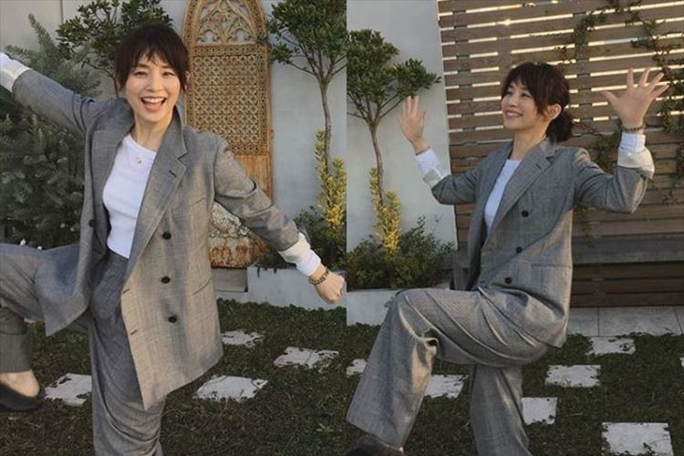 「なんなんだろう…このポーズ」石田ゆり子がお茶目なポーズを炸裂させる!