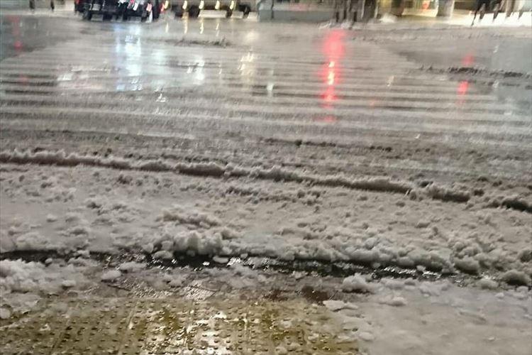 「一人でも靴下が濡れなかったらいいかなって」深夜1時から雪かきをするそば屋の店主が話題に!