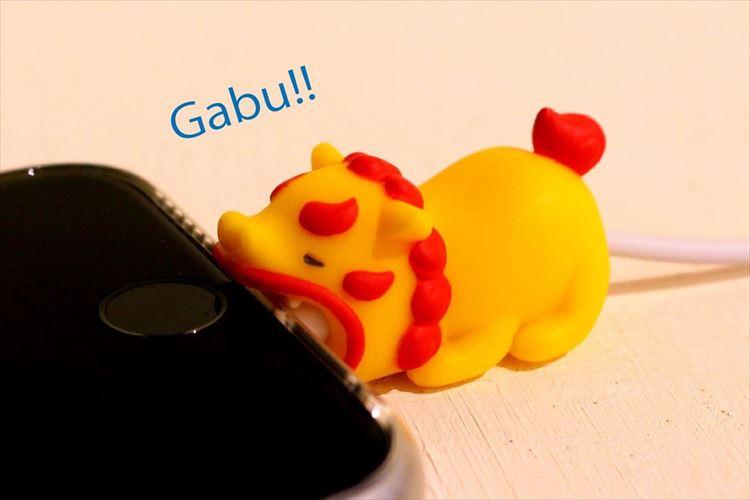 シーサーがiPhoneをガブッ!断線予防にもなる『ケーブルバイト』沖縄限定版が3月から発売!
