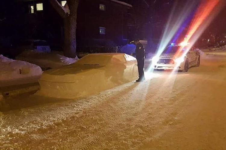 路上に雪で車を作ったら警察官に駐車禁止の切符を切られる!切符に書かれていた内容は!?