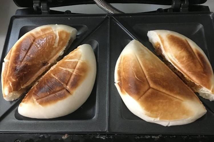 パリパリの皮がめっちゃうま~い!ホットサンドメーカーで肉まんを簡単大変身させる方法