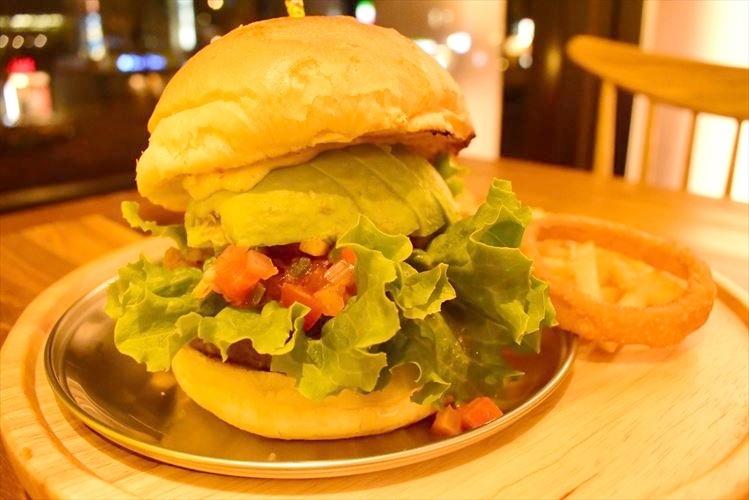 今日は美味しいハンバーガーを食べたいと思ったら間違いなくここ。『BURG HOLIC』でがっつり食べたい。