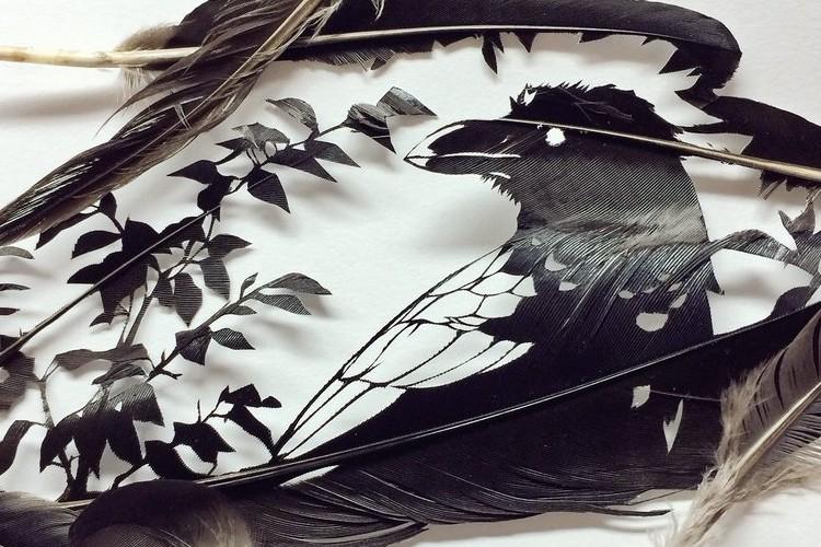 凄い!!カラスの羽で作った切り絵のカラスが美しいのでみんな見て!