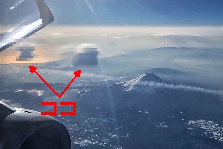 ほんとにラピュタみたい!飛行機から見た富士山と2つの『つるし雲』のコラボが美しい