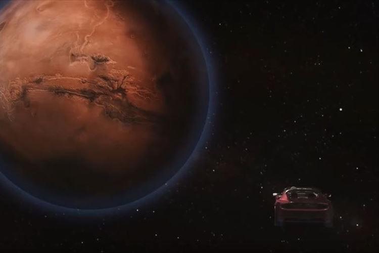 【動画】SpaceXが真っ赤なロードスターを宇宙へ送り出す計画→本当に成功させた!
