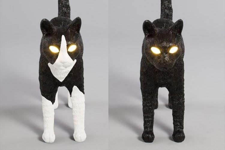 スイッチオンで目が光る!尻尾がピーンと立ってる猫型ランプが気になる