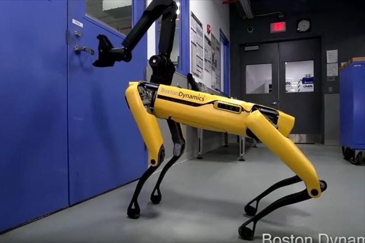 ボストンダイナミクス社の四脚ロボがさらに進化!ますます人間みたいになってキモ…カワイイ!?