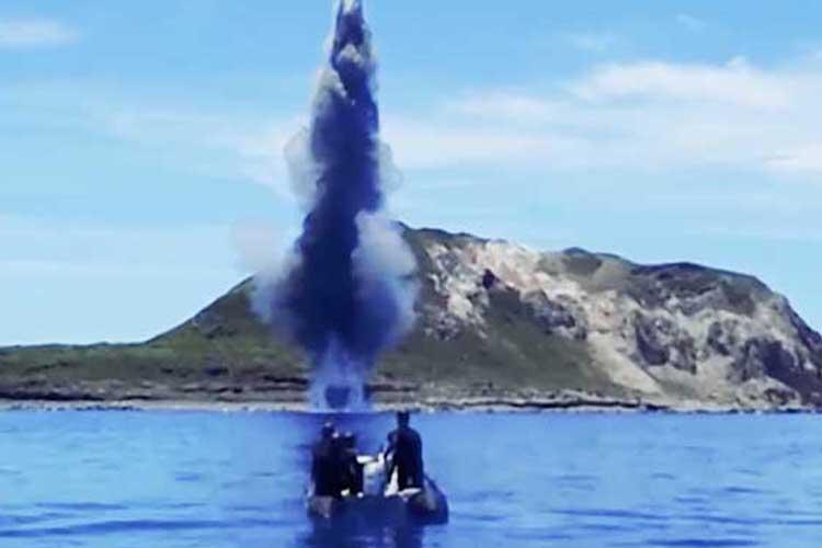 こんなに危険な活動も!?海上自衛隊、水中処分隊の機雷処分の活動が凄いと話題!