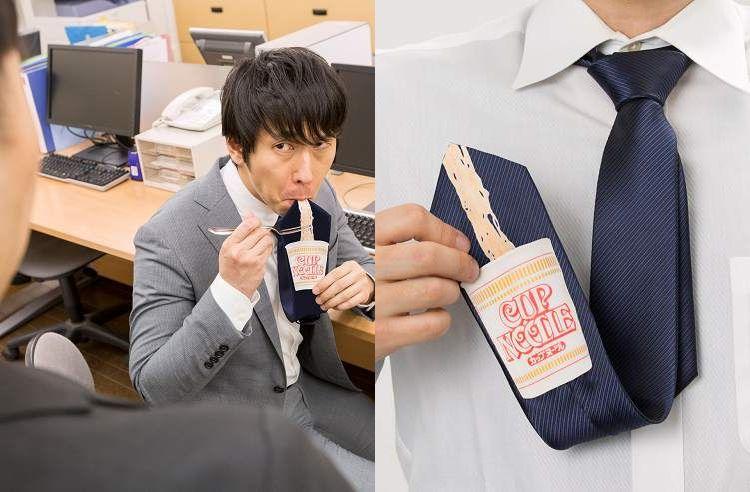 商品化も…!?上司に絡まれても、「カップヌードル食ってるならいいや」 ってなる「ネクタイ」がヤバい(笑)