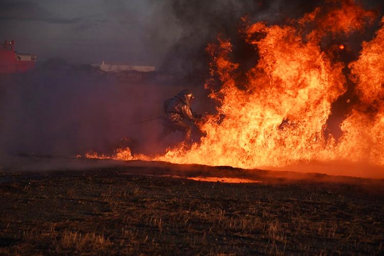 「火事?」と思ったら…炎上する航空機からパイロット救出訓練【航空自衛隊・動画あり】