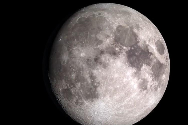 """""""月の裏側""""の4K高画質動画をNASAが公開!表側と比べるとクレーターが随分多かった"""
