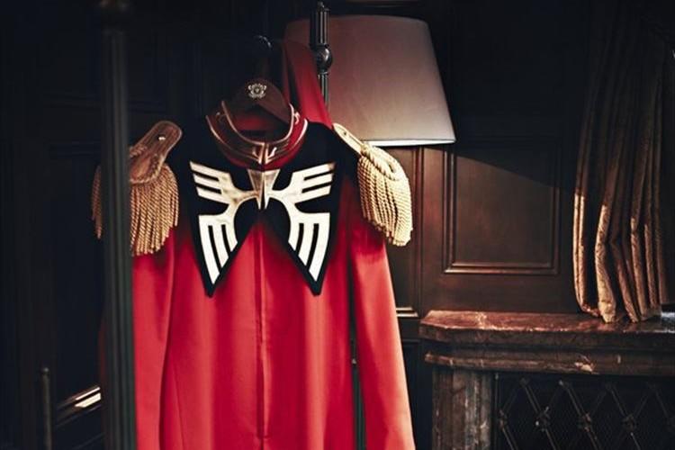 「ノーマルスーツなどは着ないのだよ」シャア少佐の象徴である軍服が3着限定販売!お値段も驚愕!