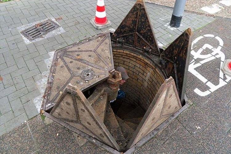 秘密基地につながっている!?ドイツで見つけたマンホールが想像力をかきたてられる