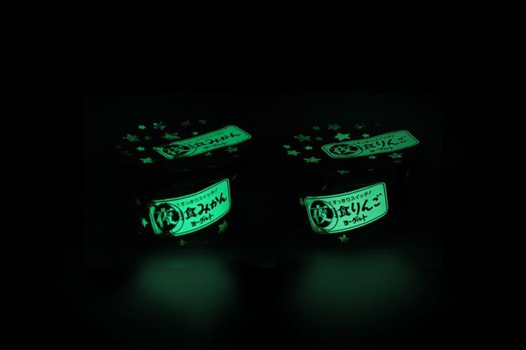 """江崎グリコのロングセラー""""フルーツヨーグルト""""…暗闇で光るバージョン登場!"""