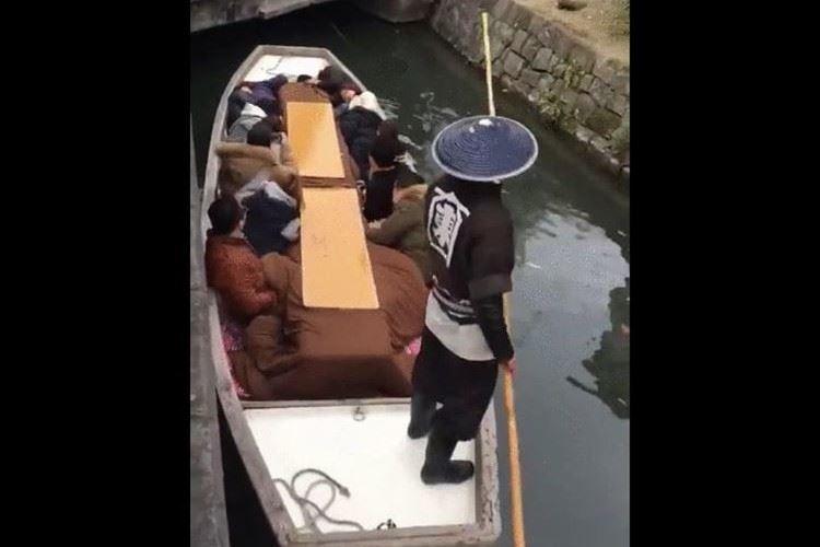 「まるでニンジャみたいだ!」福岡・柳川の水路を巡る『どんこ舟』が外国人にウケている