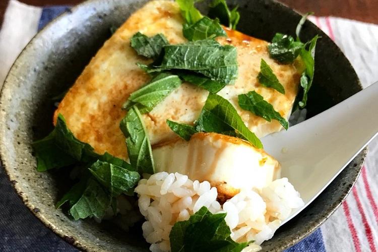簡単シンプルでめちゃめちゃ美味しい!Twitterで話題の「豆腐丼」の作り方とは?