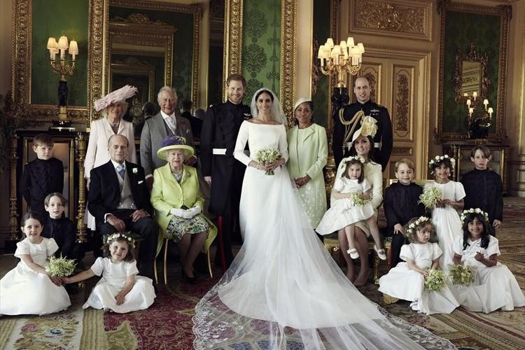 英国王室が公式写真を公開!ヘンリー王子&メーガン妃を囲む家族写真が素敵すぎる
