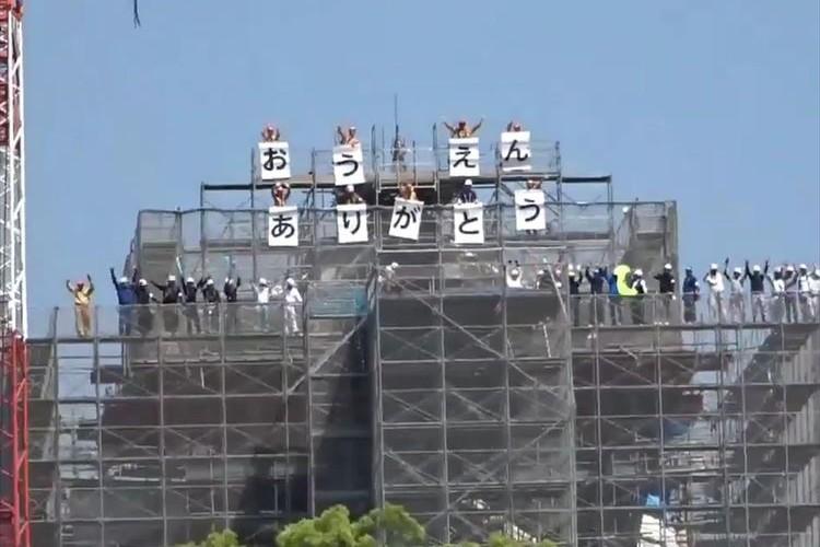 「おうえん ありがとう」熊本城にしゃちほこを取り付ける作業が完了!2年ぶりにシンボル復活!