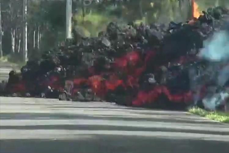 【動画】恐ろしすぎる自然の脅威…ハワイ島キラウエア火山の溶岩が目と鼻の先に!