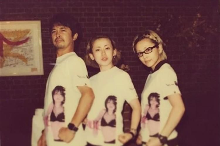 22周年のPUFFY…デビュー当時のプロデューサー奥田民生と20年前に撮影した懐かしショットを公開!