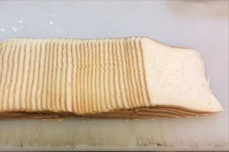 1斤分の食パンを極限まで薄切りした結果47枚に!→さらにミルフィーユにしてみたら…