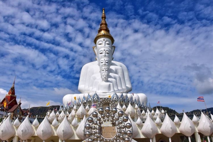 デザインがぶっ飛んでいてすごい!芸術的すぎる仏像がタイに存在していた!