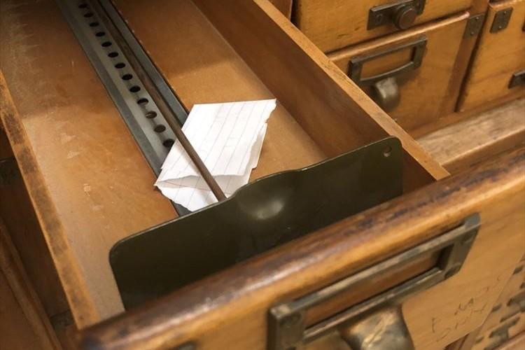 大学の図書館で2085年4月4日からの手紙を発見!映画のようなワクワクする展開に…!
