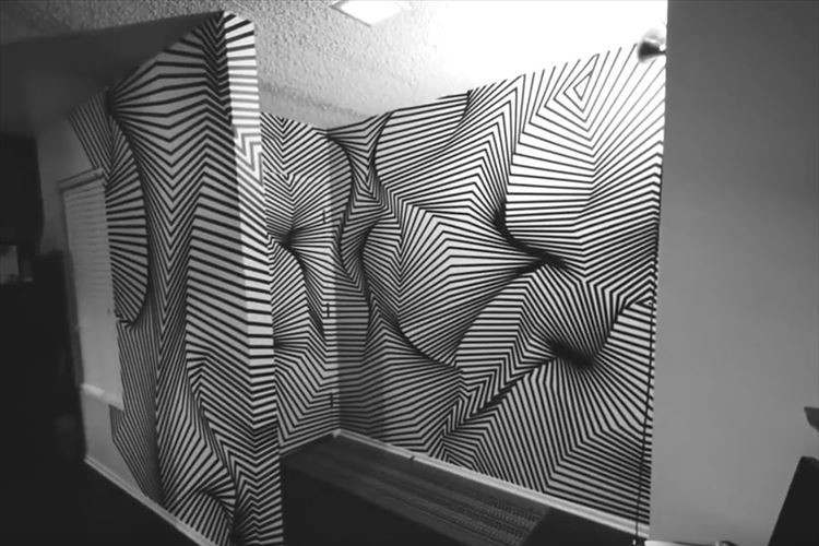 【動画】壁にどんどんテープを貼っていくと…不思議なトリックアートが完成!