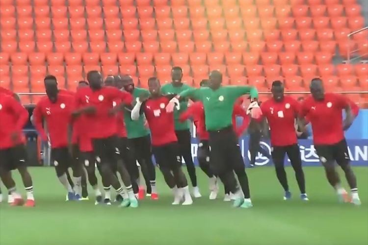 【動画】これが強さの秘訣か!?セネガルの選手達のウォーミングアップがノリノリ♪