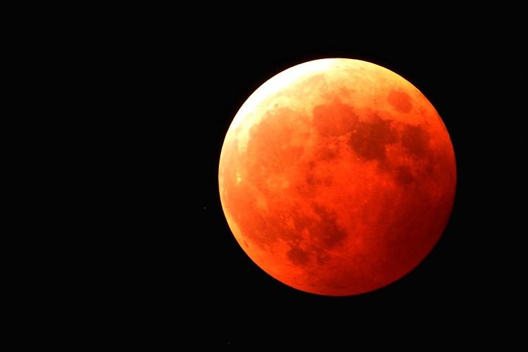 7月28日に皆既月食が見られる!今回を見逃したら次は3年後の貴重な天体ショー