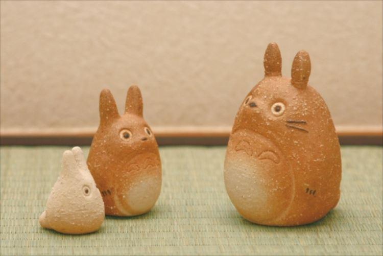 マッチしすぎ…(笑)『トトロ』と『信楽焼』のコラボグッズがほっこり&可愛い
