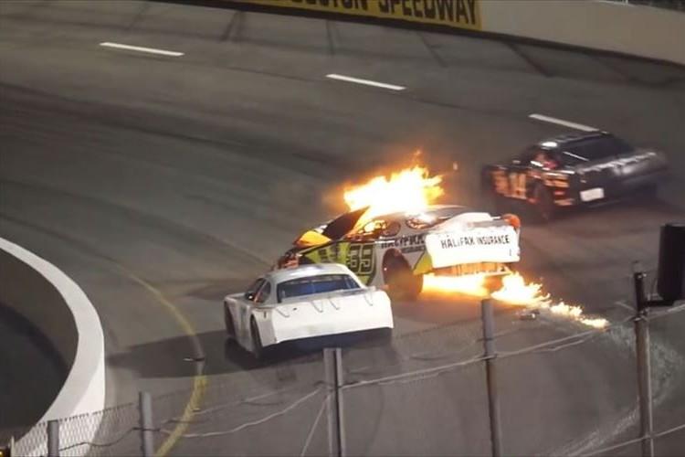 クラッシュして炎に包まれる車…最初に救助に向かったのはドライバーの父親だった