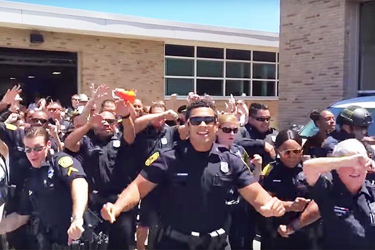 世界で流行中の「リップシンク」に警察官らがチャレンジ!クオリティの高さに4000万回以上再生される!