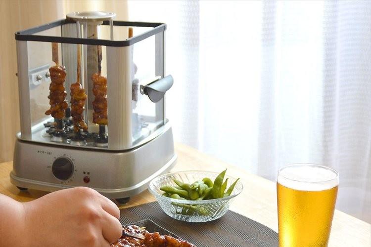 お酒を飲みながら焼けていくのを眺める…煙の出ない「自家製焼き鳥メーカー」が登場!
