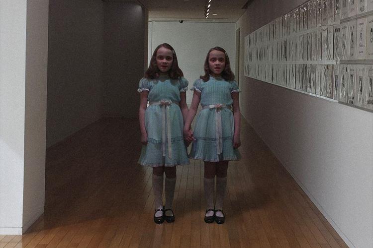 何気ない日常に「シャイニングの双子」を合成してみたら…やっぱり怖かった