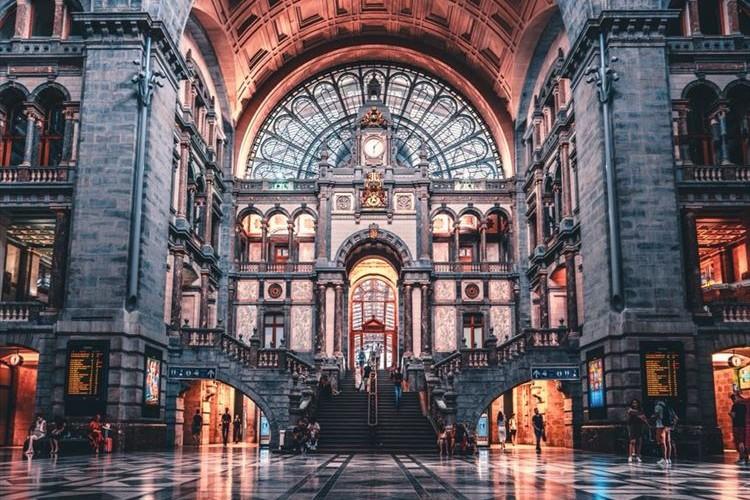 世界一美しい駅『アントワープ中央駅』の構内が本当に大聖堂みたいで美しかった