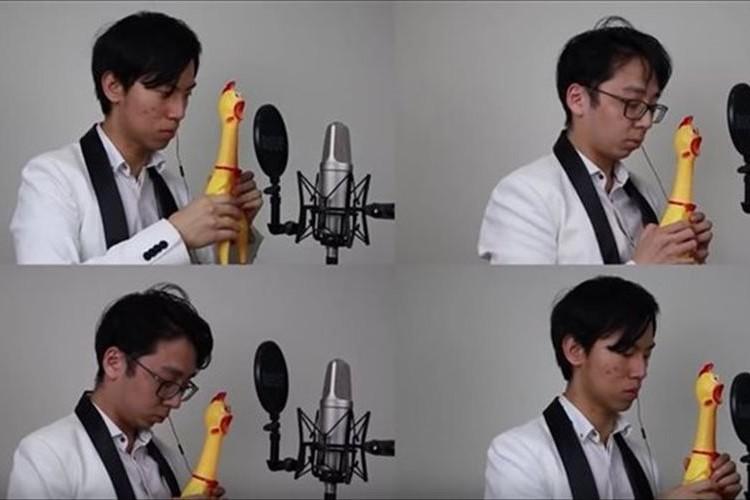 【動画】プロのバイオリンデュオが、あのチキンの玩具で「結婚行進曲」を本格演奏
