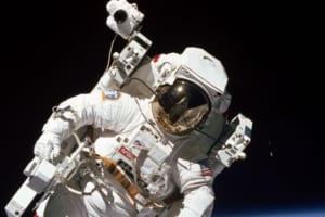 宇宙飛行士の写真が怖いってなぜ?見ればわかる!本当に恐怖を感じる宇宙遊泳の写真!