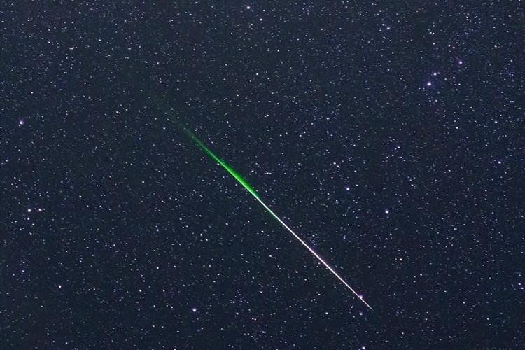 夜空に光る巨大な…ネギ!?流星が「ネギ」に見えるとTwitterで話題に