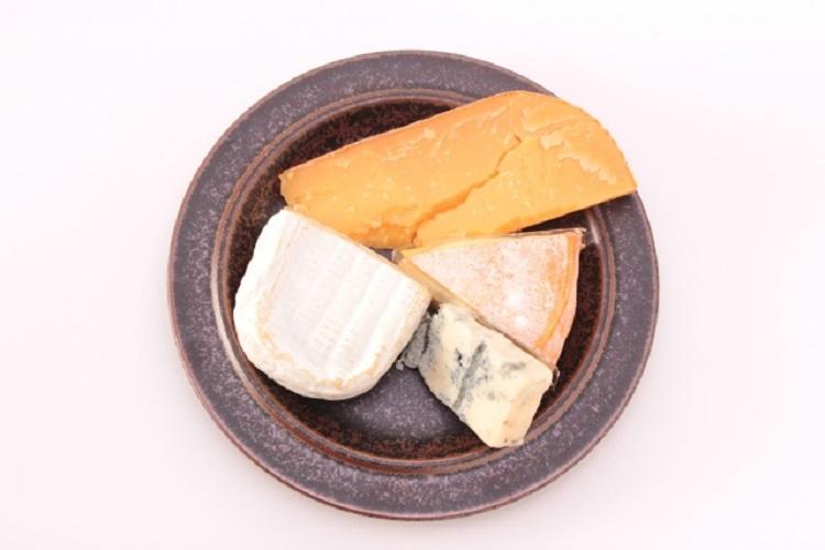 アレルギーを甘く見てはいけない。ひとかけらのチーズが13歳の少年に引き起こした痛ましい事件