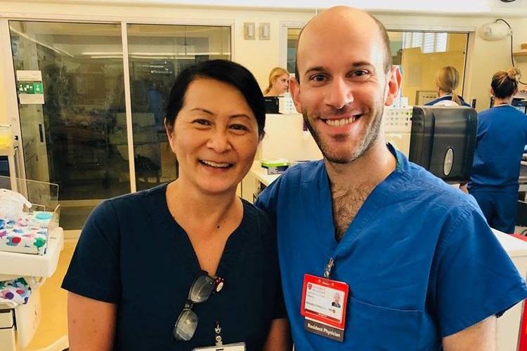 奇跡の再会!看護師が出会った研修医はなんと28年前に看護した赤ちゃんだった