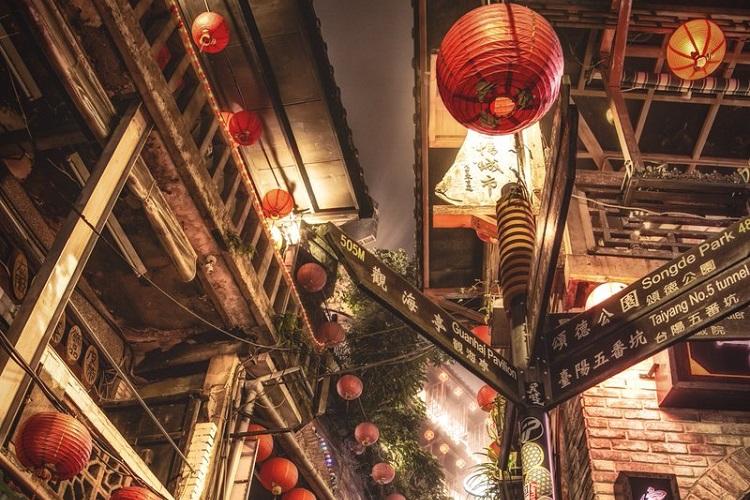 台湾の街の風景が不思議な世界に変わるひととき…幻想的な写真が話題に