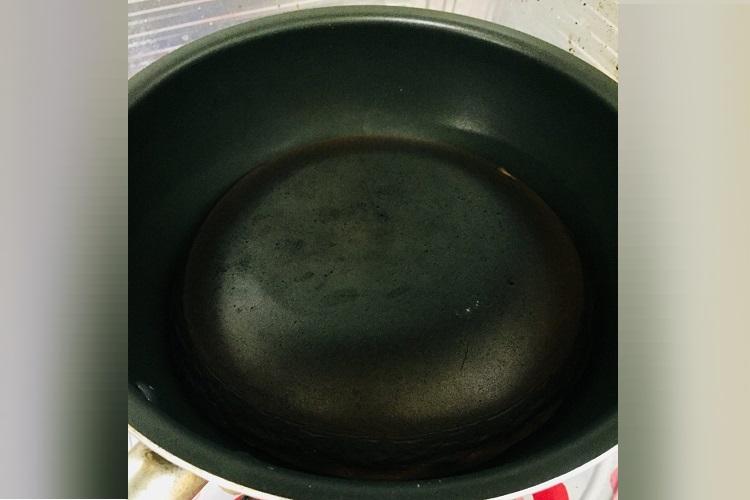 空のフライパンかと思ったら実は…!この画像に隠れた食べ物、あなたには見える?