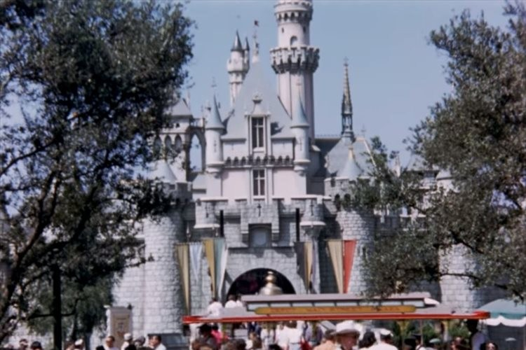 【貴重な高画質カラー映像】1956年撮影の米ディズニーランド…なんとウォルト・ディズニーの姿も!