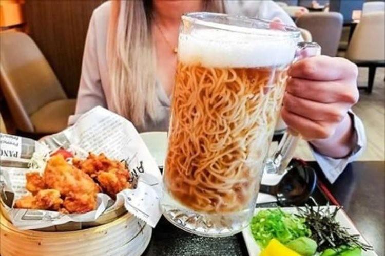海外で『ビールラーメン』が話題に!ビールにラーメンが入っているように見えるけど実は…
