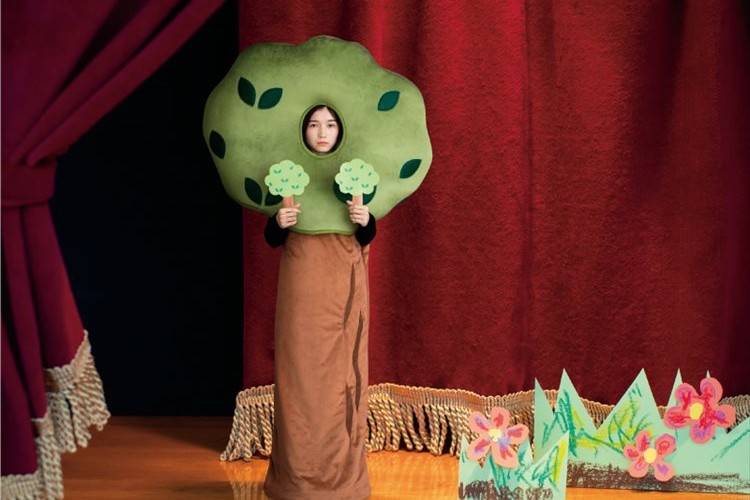 学芸会の脇役の木になれる寝袋が登場!わき役の気持ちになって部屋の隅にたたずむことも可能