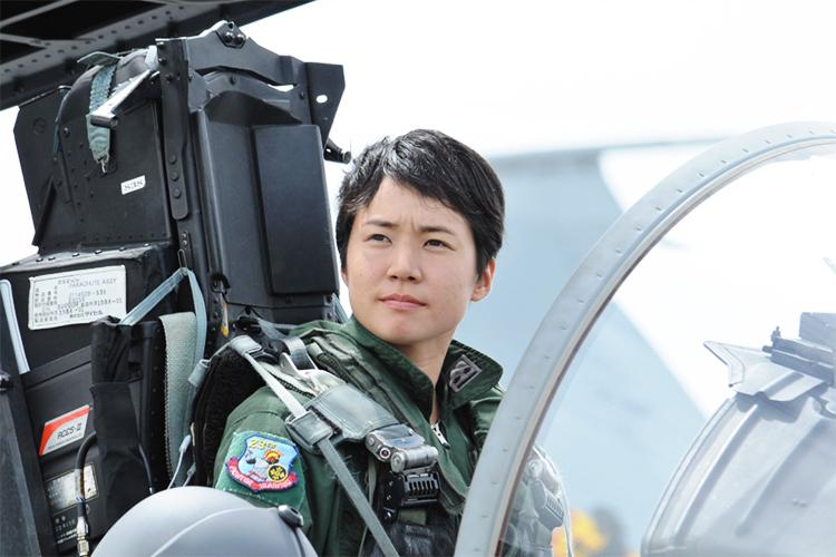 【自衛隊】戦闘機に新たな歴史を、女性自衛官に新たな希望を。航空自衛隊初「女性パイロット」誕生!
