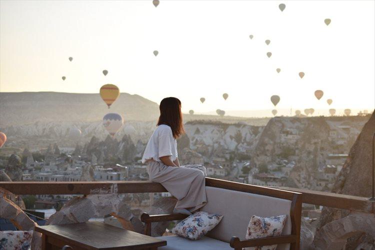異世界に迷い込んだよう!?無数の気球が舞うトルコの世界遺産カッパドキアの絶景に反響