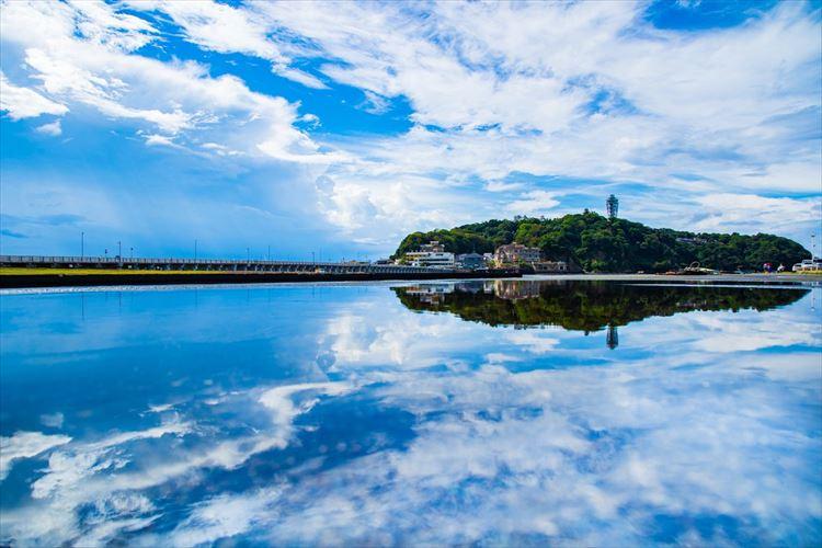 まるでウユニ塩湖のようで超美しい!江の島で撮影された写真が話題に
